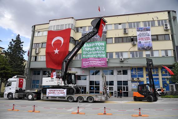 Isparta Belediyesine 2 Yeni İş Makinesi Daha Kazandırıldı