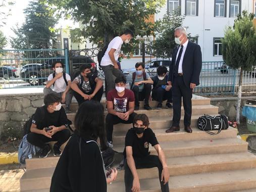Vali Seymenoğlu Okulları Ziyaret Ediyor